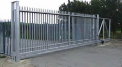 Palisade sliding gate